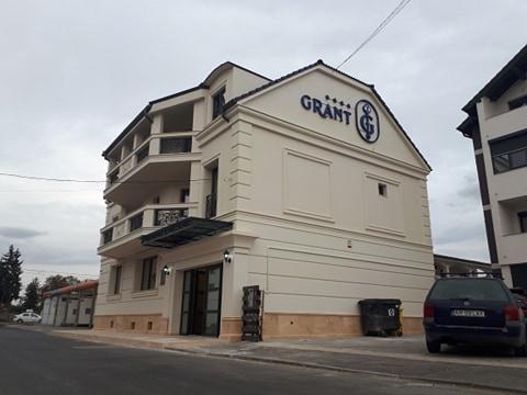 Un NOU HOTEL și-a deschis porțile în Arad. Unul care-și merită pe deplin stelele (GALERIE FOTO)