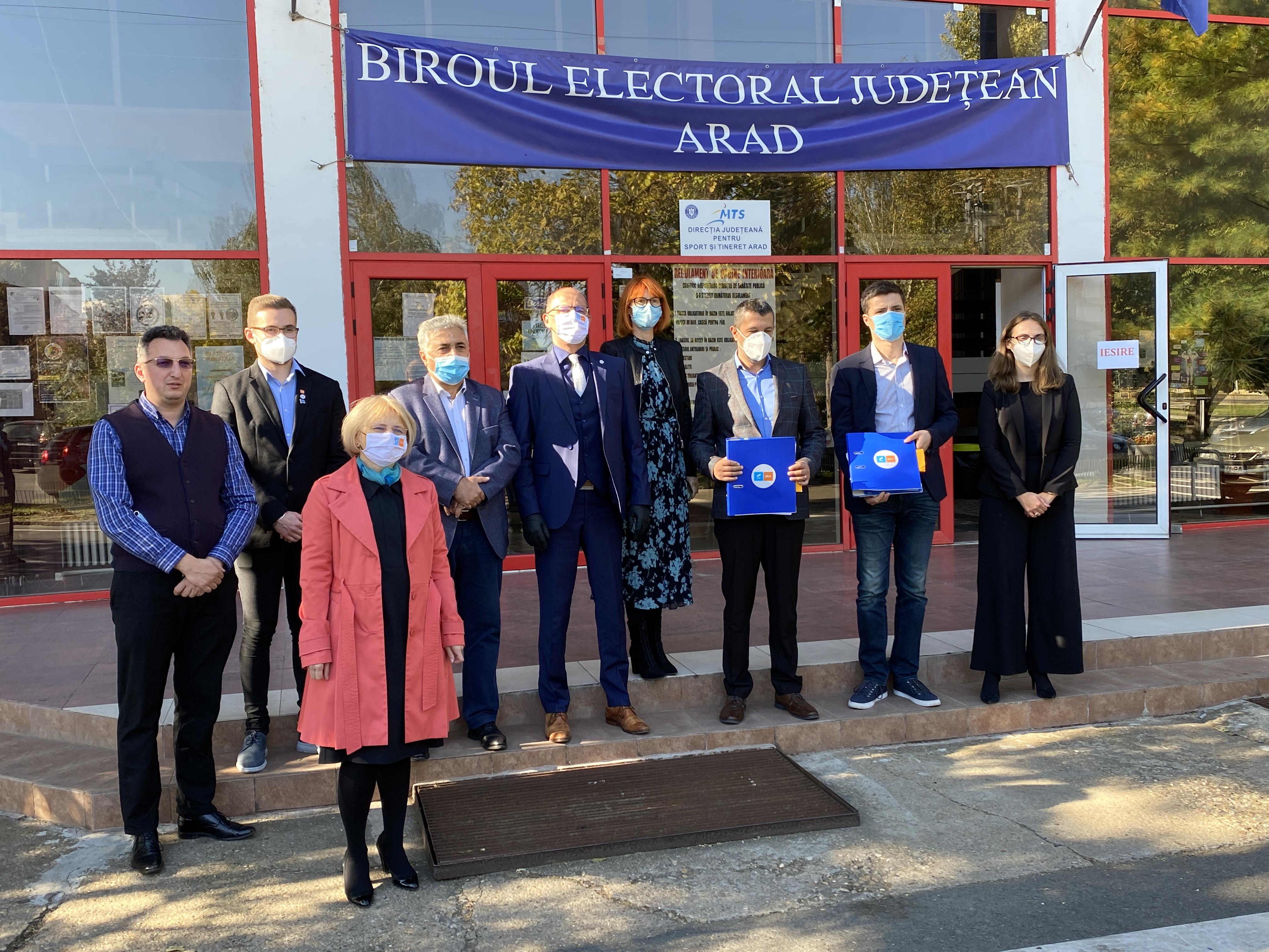 USR PLUS Arad a depus listele pentru alegerile parlamentare: Cine sunt candidații