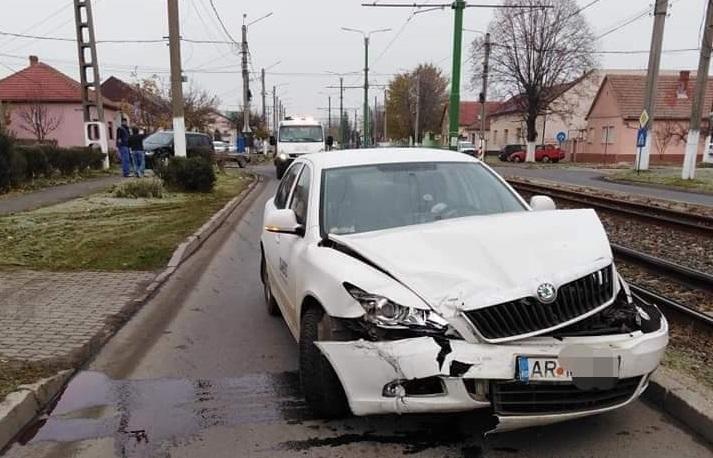 Zi cu GHINION pentru șoferii arădeni! DOUĂ ACCIDENTE în municipiu (GALERIE FOTO)