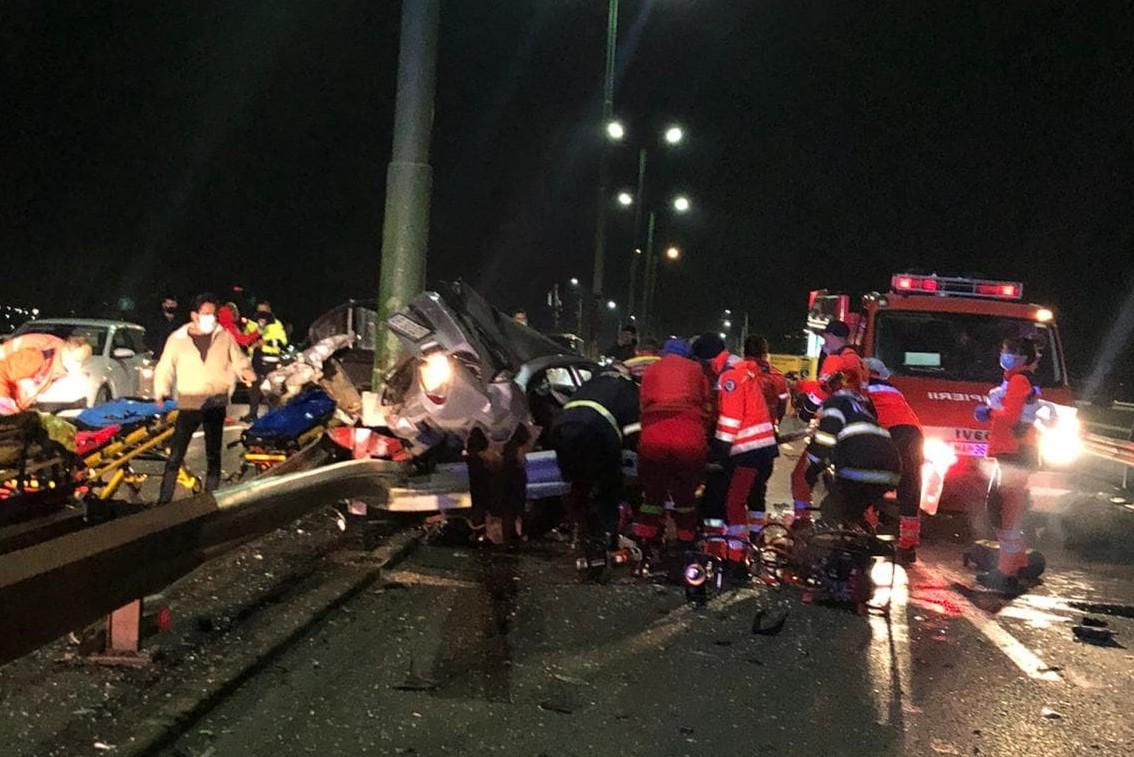 Cum a avut loc ACCIDENTUL de aseară, în care un BMW s-a făcut praf. Șoferul, un tânăr de 22 de ani, GRAV RĂNIT