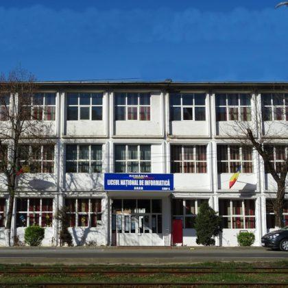 """Clădirea unde funcționau TURNĂTORIA și ATELIERUL MECANIC al Liceului """"Iuliu Maniu"""", transformată în CAPELĂ"""