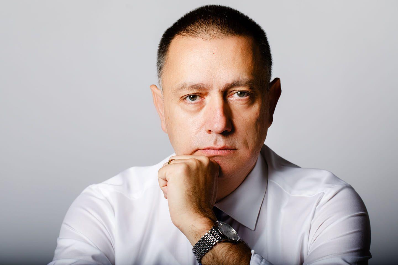 Deputatul Mihai Fifor îl atacă fără menajamente pe colegul său din Parlament Adrian Wiener