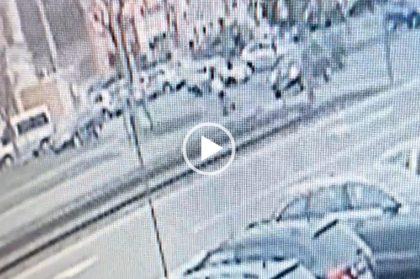 ACCIDENT în Arad: O persoană este IZBITĂ în PLIN pe trecerea pentru pietoni (VIDEO)