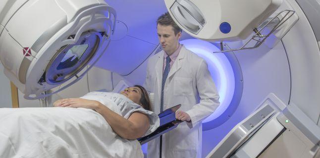 Arădenii diagnosticați cu cancer ar putea beneficia de tratamente moderne