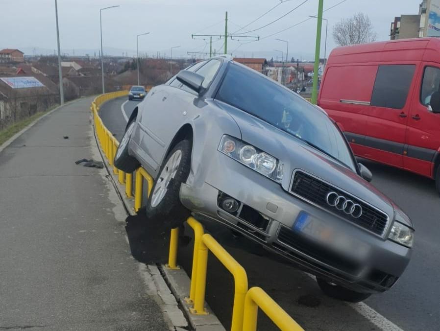 Un șofer a făcut INFARCT pe pod la Micălaca (FOTO)