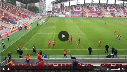 IMPRESIONANT: Suporterii arădeni și-au ÎNCURAJAT favoriții pe tot parcursul meciului cu Gaz Metan. UTA a ÎNVINS și rămâne în Liga I (VIDEO)