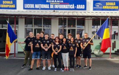MÂNDRI de VOI! Nouă elevi din Arad, în FINALA din SUA a celei mai importante competiții de robotică din lume