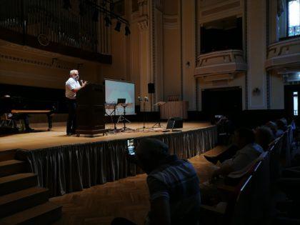 Predicatorul Vladimir Pustan a umplut sala de concerte a Filarmonicii din Arad (FOTO+VIDEO)