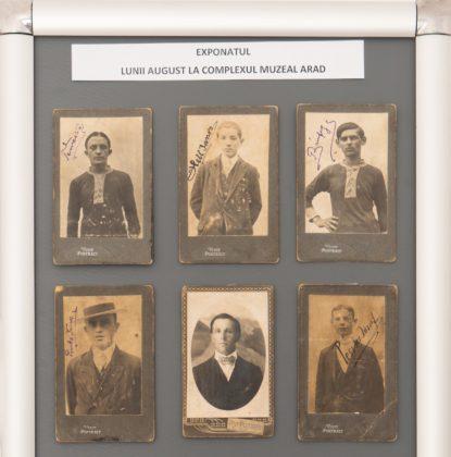 Colecție de legitimații de fotbal, expusă la Complexul Muzeal Arad