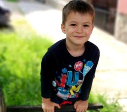 Arădenii chemați să fie alături de Alex, un băiețel de 5 ani care are urgent nevoie de un tratament costisitor